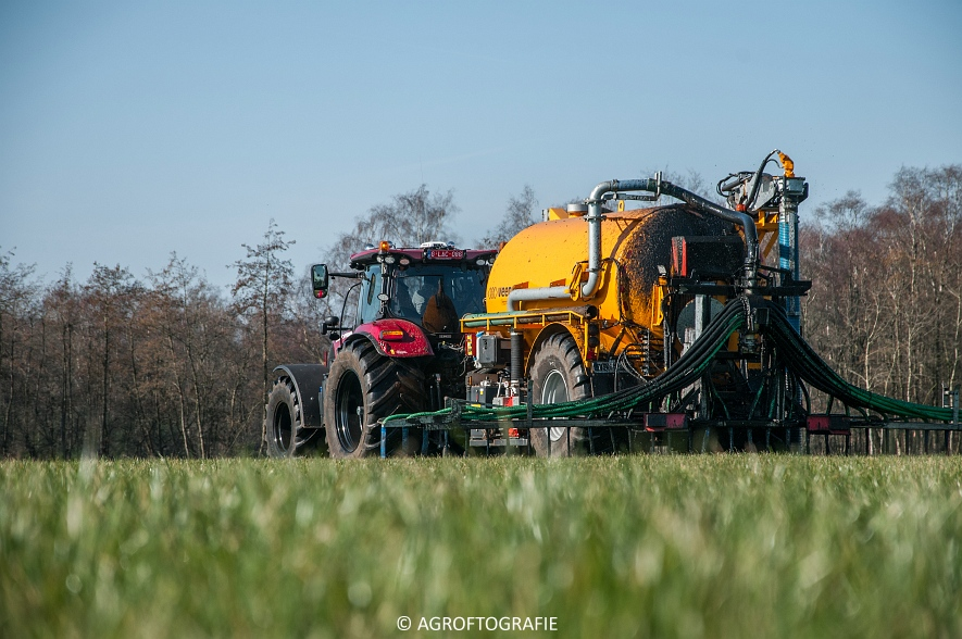 Case IH Puma 240 CVX + VMR Veenhuis (Grasland, 29-02-2016, Bart Sprangers) (22 van 65) agrofotografie