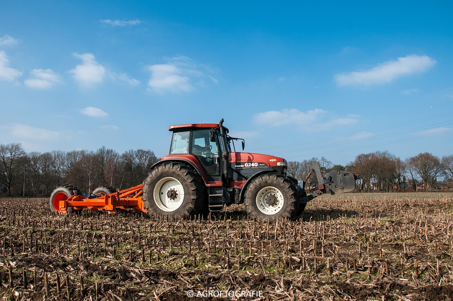 Fiatagri G240 + Asterix W 5-25-7 (Diepgronden, Rooiakkers, 12-03-2016) (25)