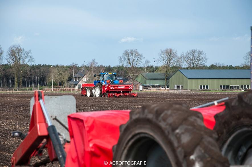 Deutz-Fahr Agrotron 6180 TTV & New Holland T7030 + Grimme GL (Van Gompel-Van Sambeeck, 04-04-2016) (20 van 54)