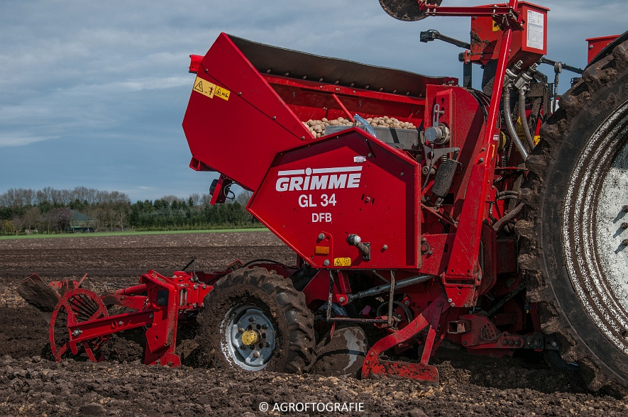 Deutz-Fahr Agrotron 6180 TTV & New Holland T7030 + Grimme GL (Van Gompel-Van Sambeeck, 04-04-2016) (36 van 54)