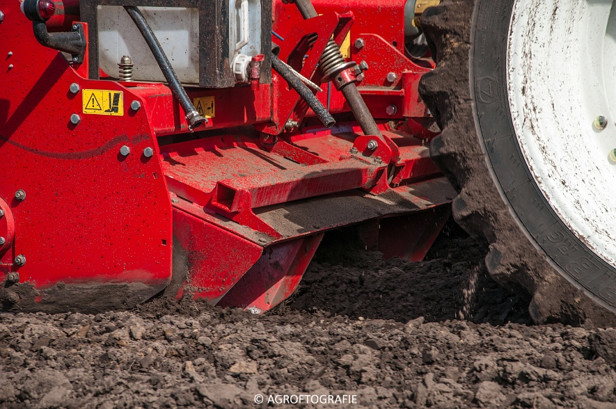 Deutz-Fahr Agrotron 6180 TTV & New Holland T7030 + Grimme GL (Van Gompel-Van Sambeeck, 04-04-2016) (43 van 54)
