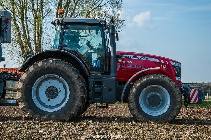 Massey Ferguson 8690 + USA equipment 8000 (Bouwland, Mart Munsters, 11-04-2016) (43 van 77)