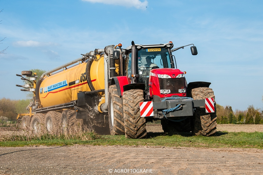 Massey Ferguson 8690 + USA equipment 8000 (Bouwland, Mart Munsters, 11-04-2016) (70 van 77)