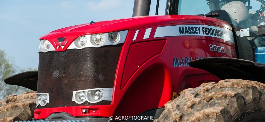 Massey Ferguson 8690 + USA equipment 8000 (Bouwland, Mart Munsters, 11-04-2016) (9 van 77)