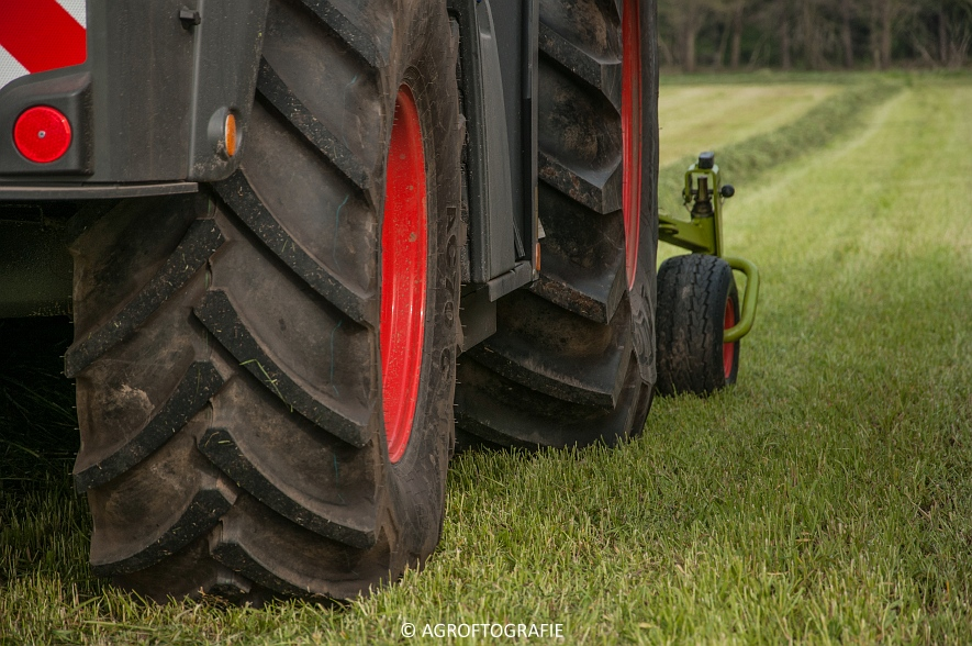 Claas Jaguar 860 + New Holland T7060 & TM 165 (Gras, 02-05-2016) (13 van 100)