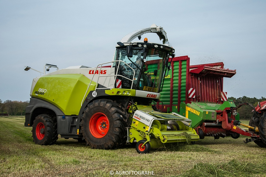 Claas Jaguar 860 + New Holland T7060 & TM 165 (Gras, 02-05-2016) (21 van 100)