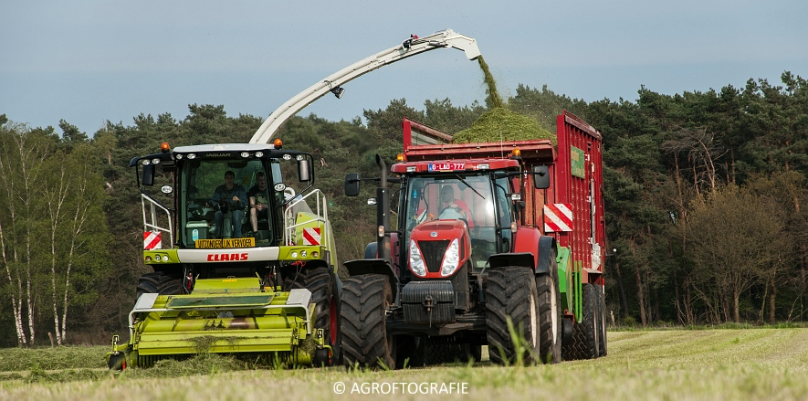 Claas Jaguar 860 + New Holland T7060 & TM 165 (Gras, 02-05-2016) (46 van 100)