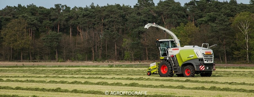 Claas Jaguar 860 + New Holland T7060 & TM 165 (Gras, 02-05-2016) (53 van 100)