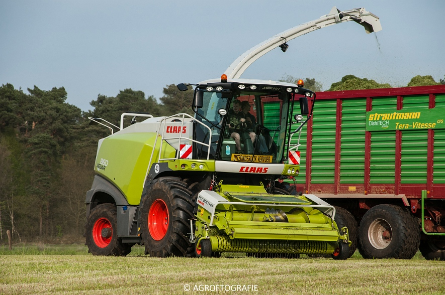 Claas Jaguar 860 + New Holland T7060 & TM 165 (Gras, 02-05-2016) (57 van 100)