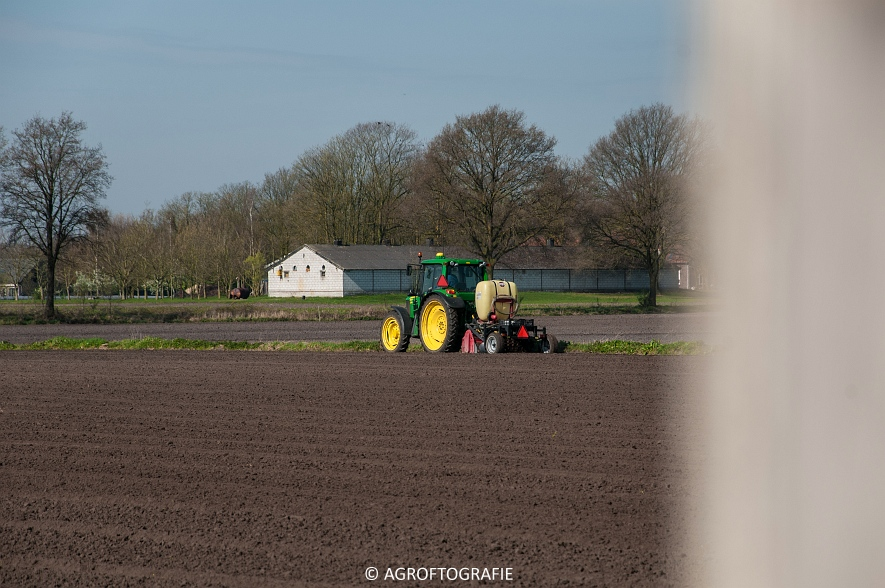 John Deere 6620 + M H bloembollenplanter (15)jpg