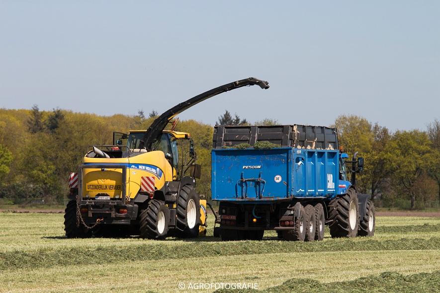 New Holland Fr700 (4)