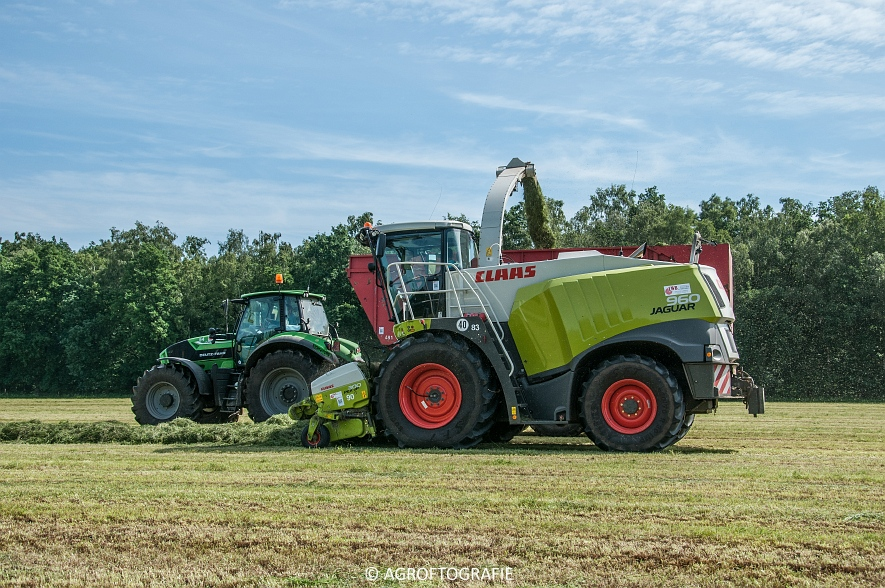 JCB 435s Agri & Claas Jaguar 960 + Deutz-Fahr & Fendt (Gras, Maes, 11-06-2016) (1 van 156)jpg