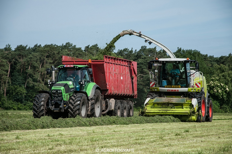JCB 435s Agri & Claas Jaguar 960 + Deutz-Fahr & Fendt (Gras, Maes, 11-06-2016) (5 van 156)jpg