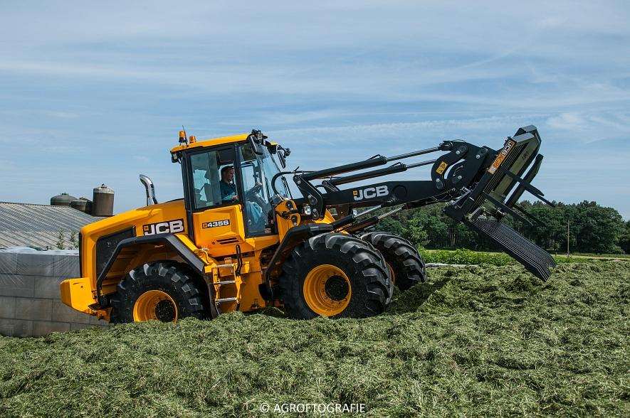 JCB 435s Agri & Claas Jaguar 960 + Deutz-Fahr & Fendt (Gras, Maes, 11-06-2016) (69 van 156)jpg