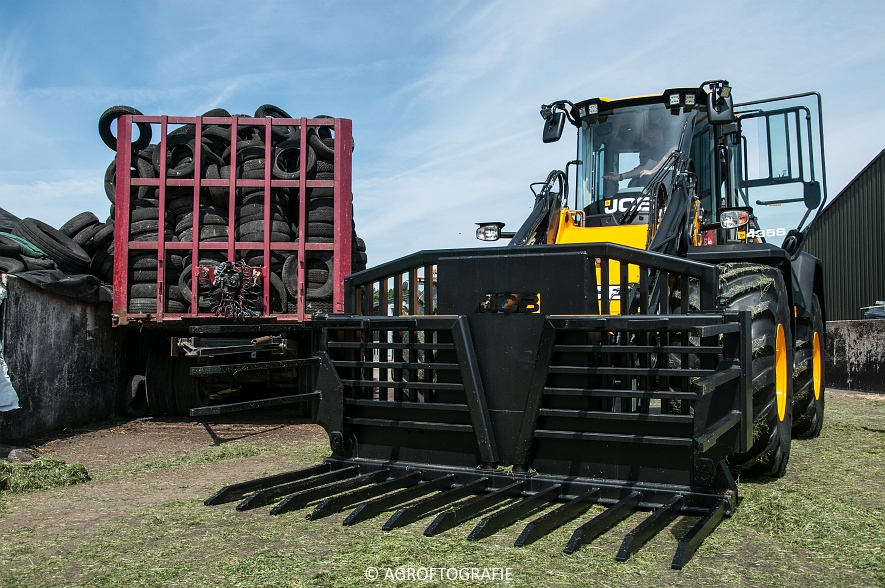 JCB 435s Agri & Claas Jaguar 960 + Deutz-Fahr & Fendt (Gras, Maes, 11-06-2016) (94 van 156)jpg