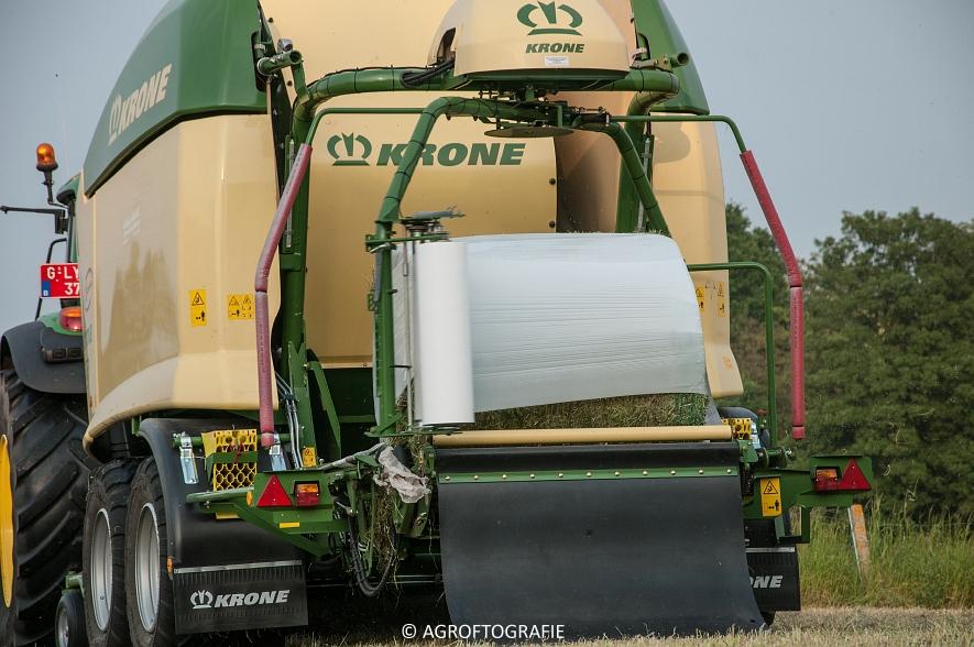 John Deere 7530 + Krone Comprima CV 150 XC (26-05-2016) (28 van 43)jpg
