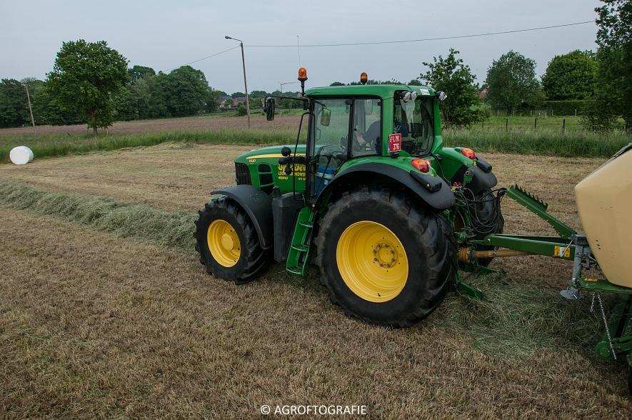 John Deere 7530 + Krone Comprima CV 150 XC (26-05-2016) (38 van 43)jpg