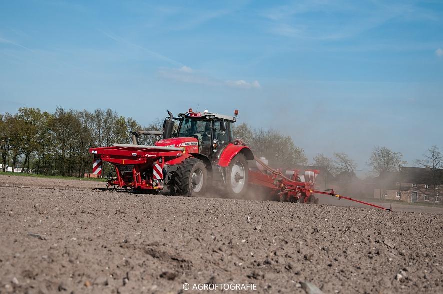 Massey Ferguson 7616 Dyna-VT + Kverneland Optima HD (04-05-2016) (10 van 47)jpg