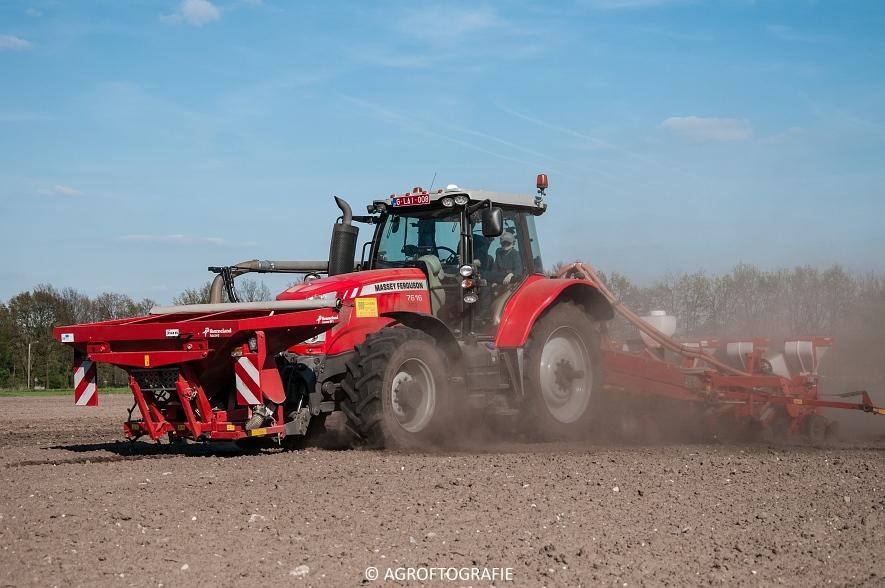Massey Ferguson 7616 Dyna-VT + Kverneland Optima HD (04-05-2016) (31 van 47)jpg