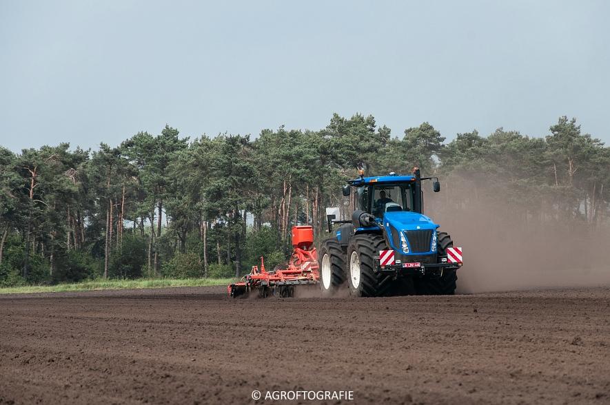 New Holland T9560 + Kuhn Performer 5000 (Cultiveren, Franken Agro, 16-07-2016) (2 van 74)jpg