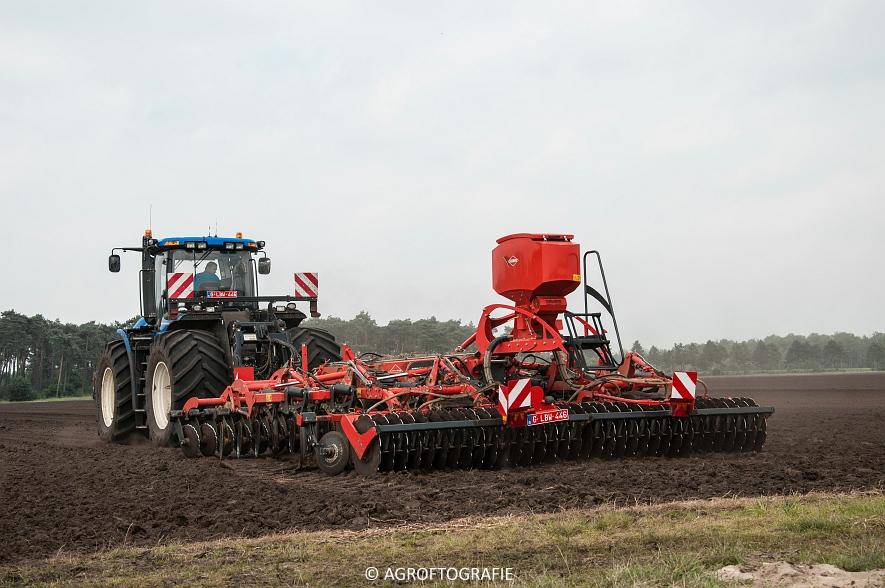 New Holland T9560 + Kuhn Performer 5000 (Cultiveren, Franken Agro, 16-07-2016) (25 van 74)jpg