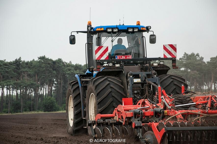 New Holland T9560 + Kuhn Performer 5000 (Cultiveren, Franken Agro, 16-07-2016) (26 van 74)jpg