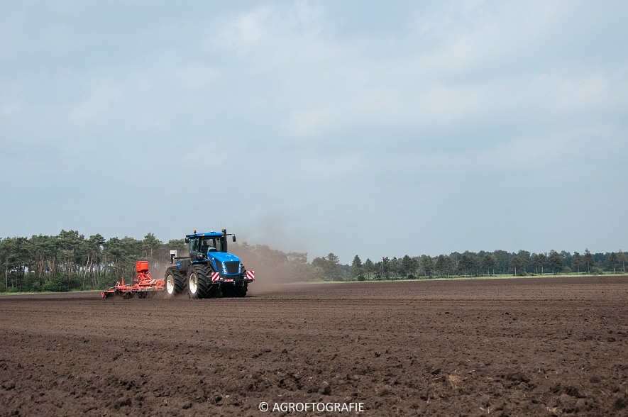 New Holland T9560 + Kuhn Performer 5000 (Cultiveren, Franken Agro, 16-07-2016) (4 van 74)jpg