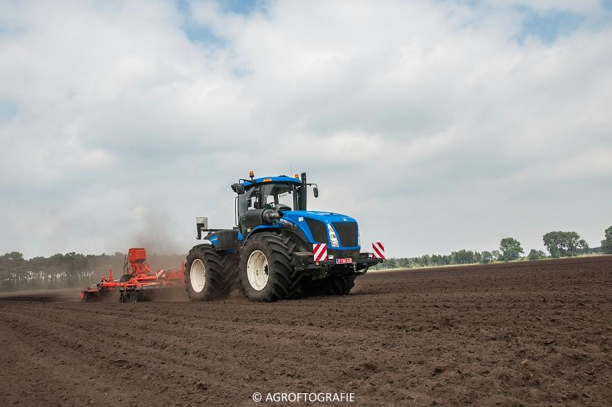 New Holland T9560 + Kuhn Performer 5000 (Cultiveren, Franken Agro, 16-07-2016) (56 van 74)jpg