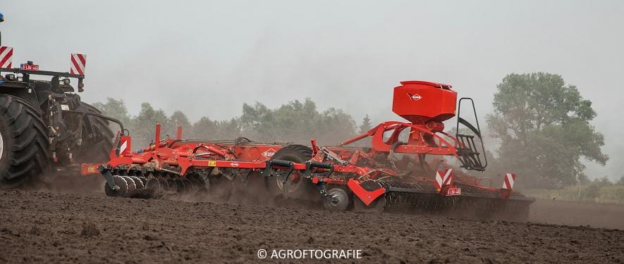 New Holland T9560 + Kuhn Performer 5000 (Cultiveren, Franken Agro, 16-07-2016) (66 van 74)jpg