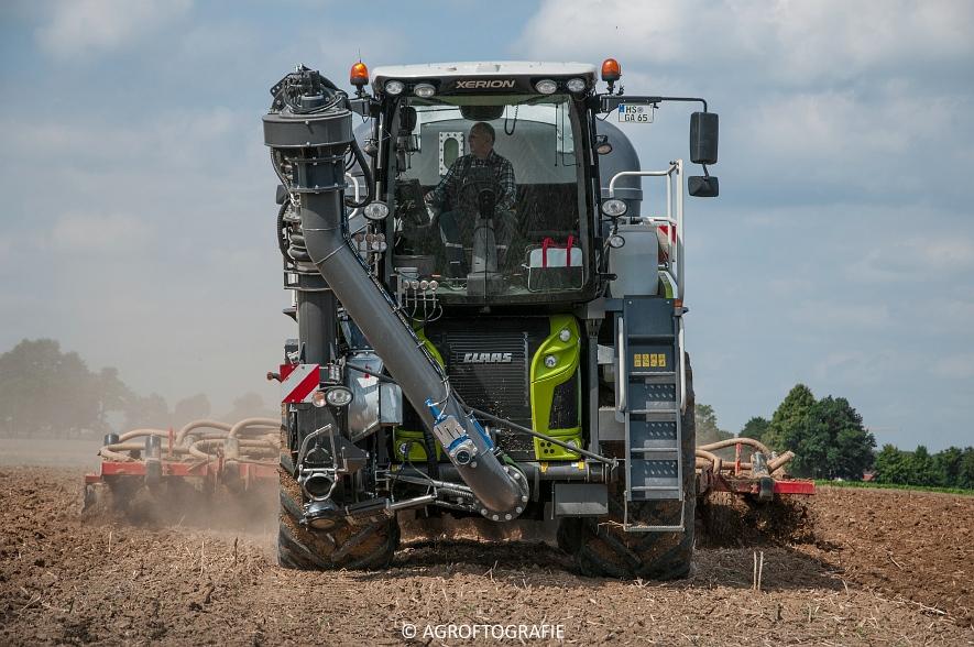 Claas Xerion 4000 Saddle Trac + SGT (Bouwland, Gaspers, 15-08-2016) (61 van 96)jpg